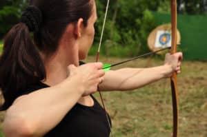Frau mit Bogen